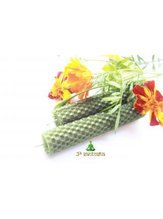 Свеча медовая зеленая из вощины с добавлением масел  (AK0180)