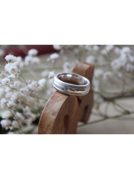 Кольцо серебряное широкое с фианитом (ISR0002)